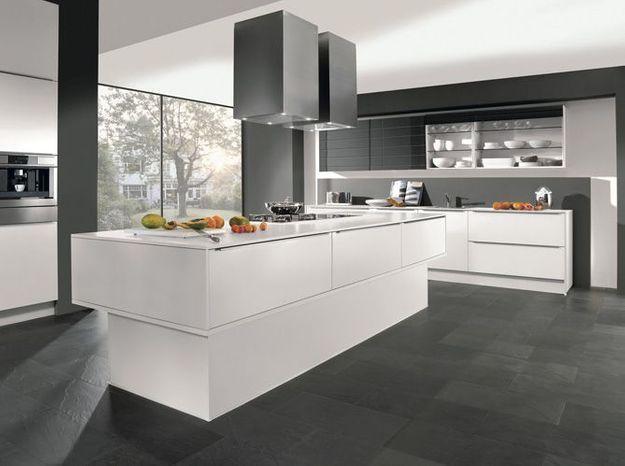 Une cuisine design avec plein de rangements