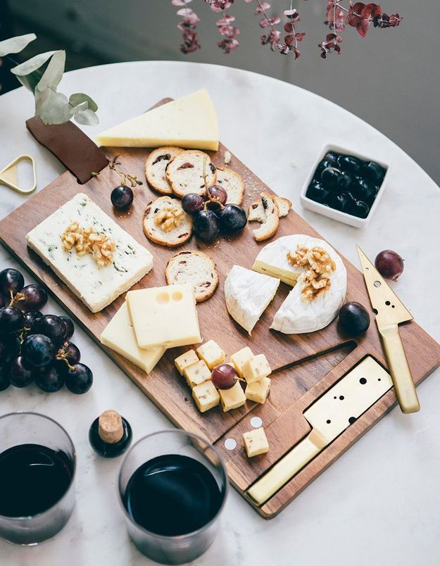 Plateau à fromage avec couteaux