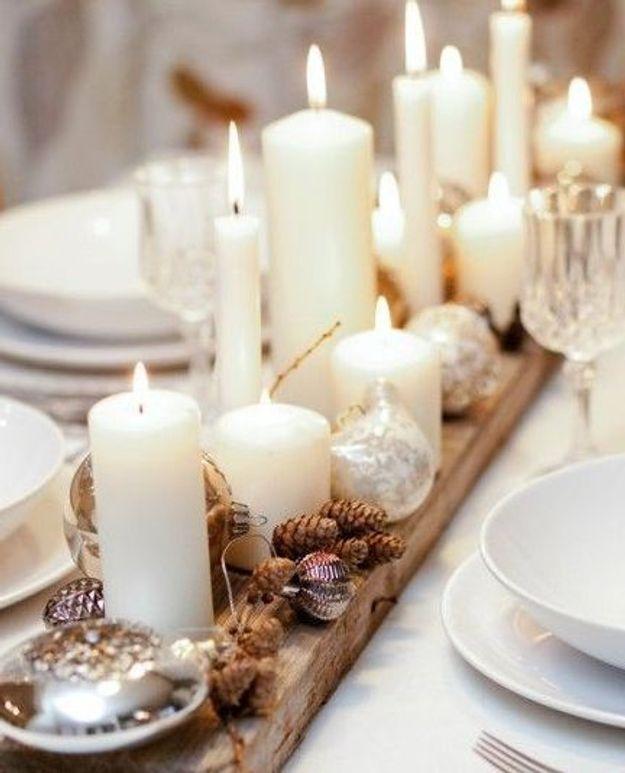 Un chemin de table composé de bougies