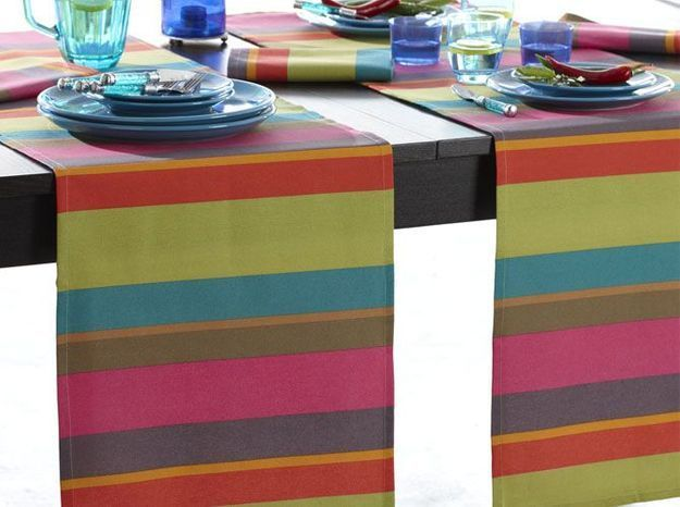 Chemin de table colore rayures