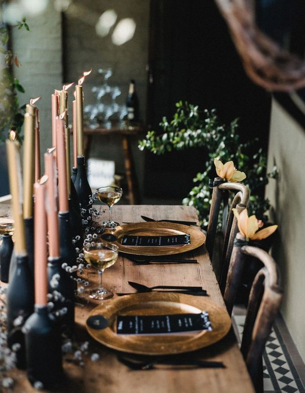 Une déco de table Halloween en total look noir et cuivre