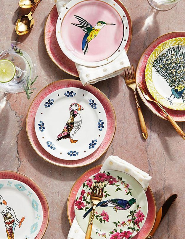 Déco de table pas chère : des assiettes colorées