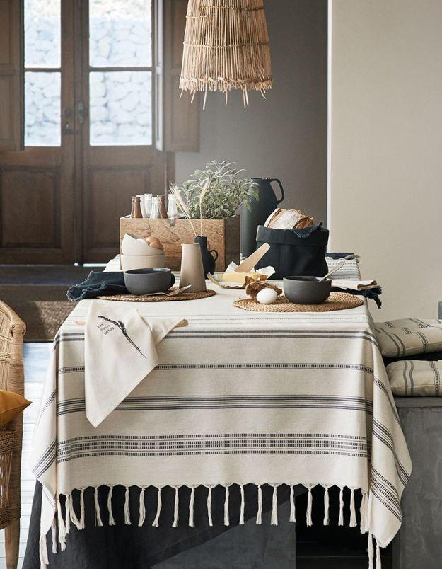 Déco de table pas chère : une nappe à franges