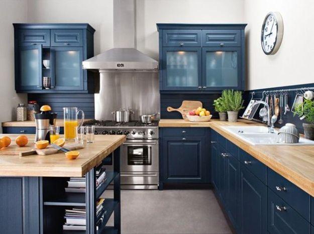 Une cuisine campagne qui s'habille en bleu marine