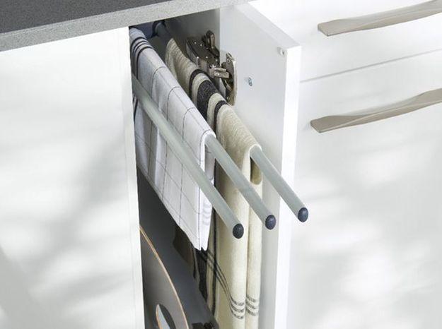Des placards de cuisine pratiques conçus pour accueillir le linge de maison