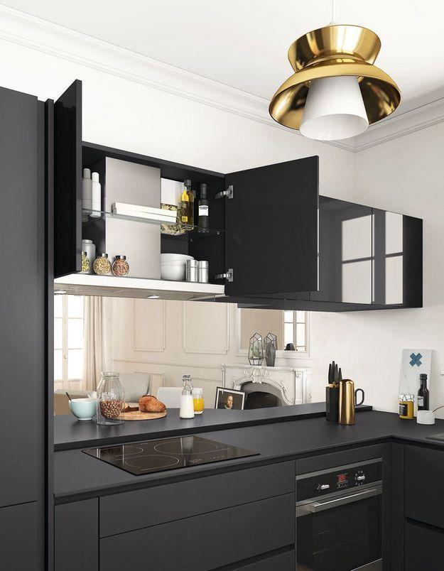 Des placards de cuisine pratiques en hauteur