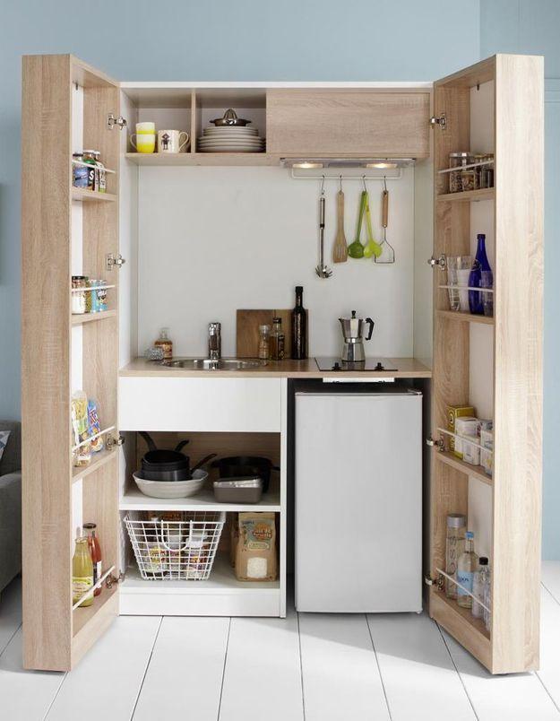Des placards de cuisine pratiques façon kitchenette refermable