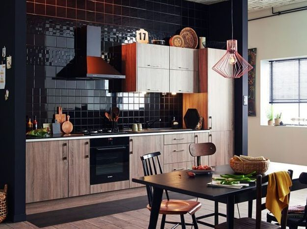 Une cuisine design mi-bois mi-carrelage