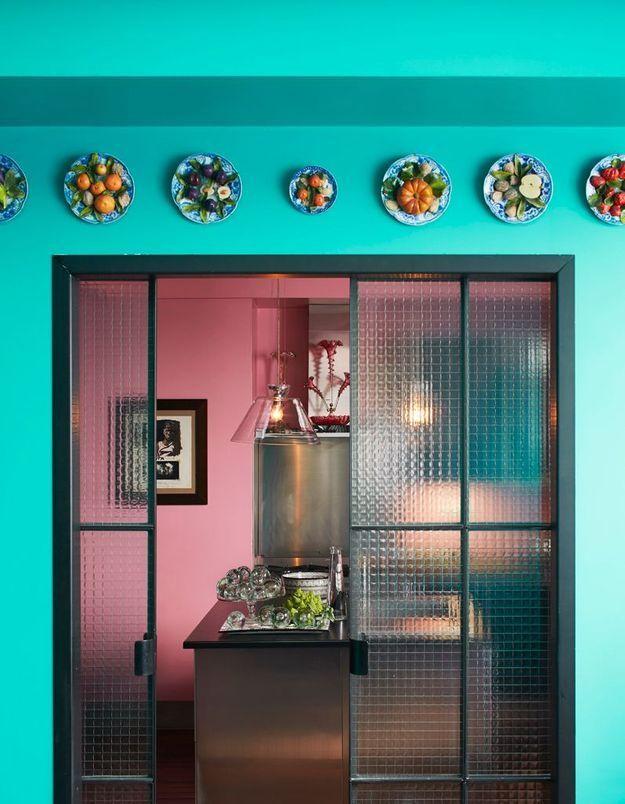 Une cuisine ouverte (ou fermée) grâce à la porte coulissante