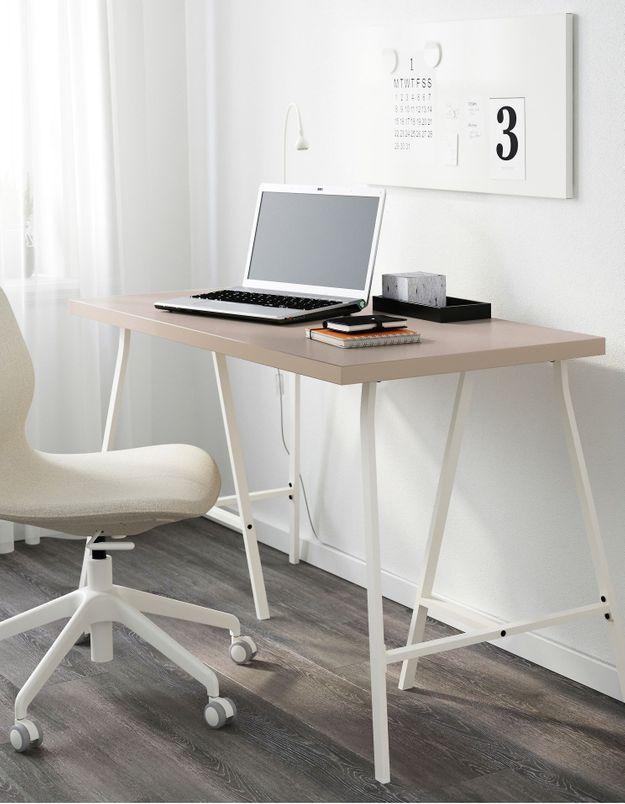 Un bureau IKEA à l'esprit atelier