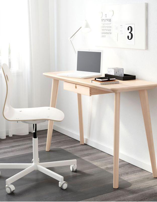 Un bureau IKEA minimaliste