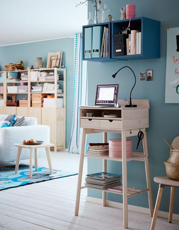 Un bureau IKEA surélevé