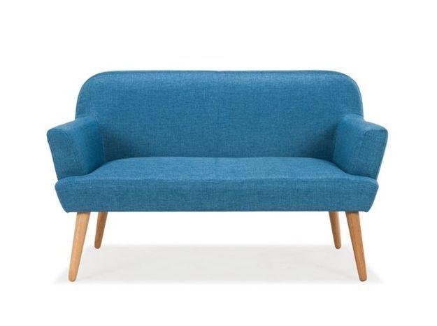 Un petit canapé bleu