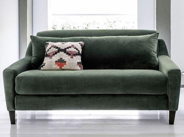 Un petit canapé en velours