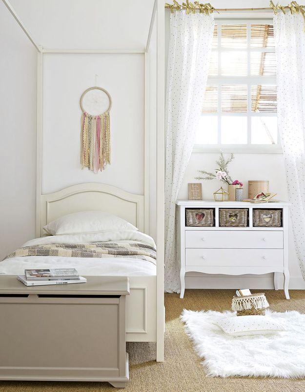 Un coffre de rangement en guise de bout de lit