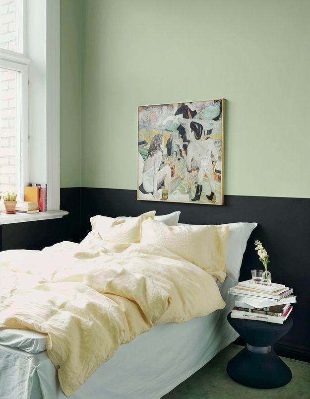 Des murs bicolores pour une petite chambre dynamique
