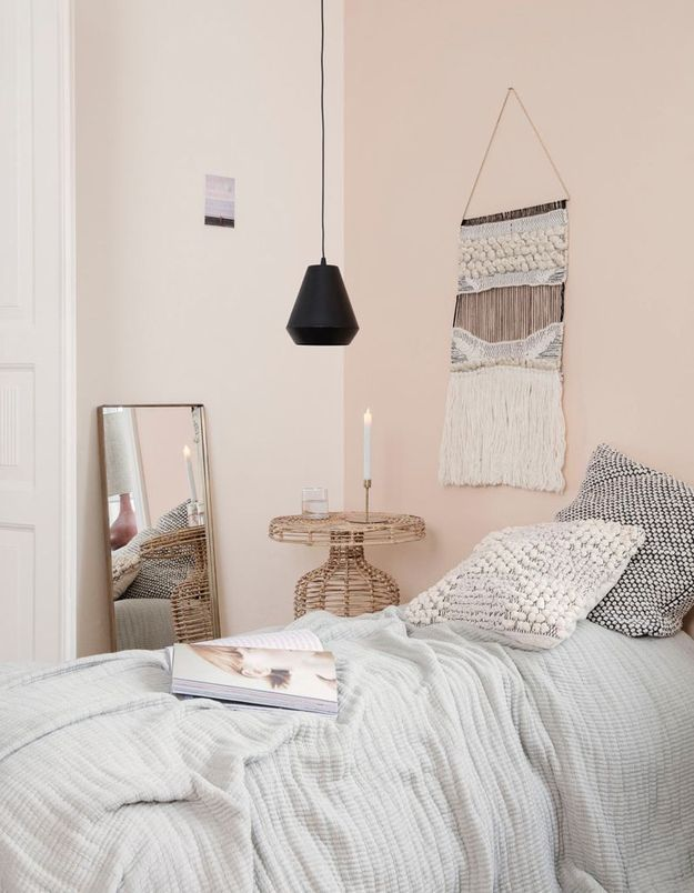 Des murs blancs ou pastel pour une petite chambre lumineuse