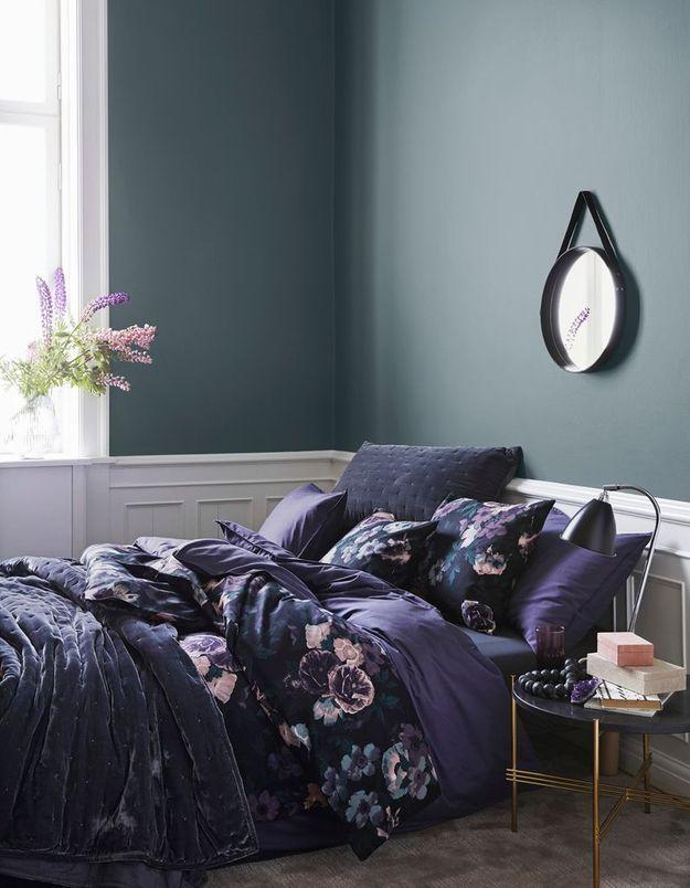 Du linge de lit prune ou noir pour une petite chambre intimiste