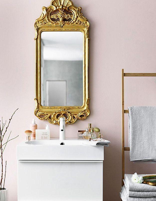 Craquez pour un miroir rococo dans la salle de bains