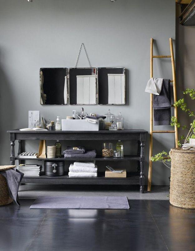 Détournez un meuble qui accueillera la vasque dans la salle de bains