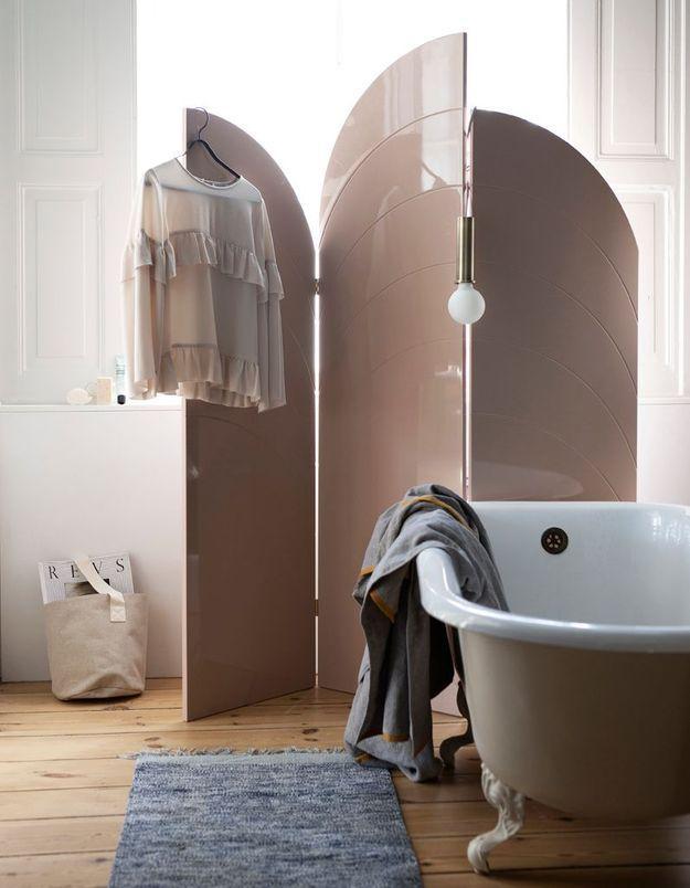 Installez un paravent dans la salle de bains
