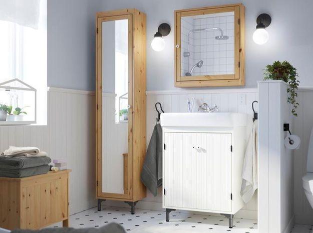 Armoire toute simple pour la salle de bains