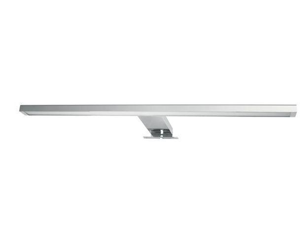 Un spot lumineux pour éclairer le miroir de la salle de bains