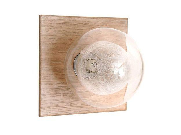 Une applique en bois pour une salle de bains contemporaine
