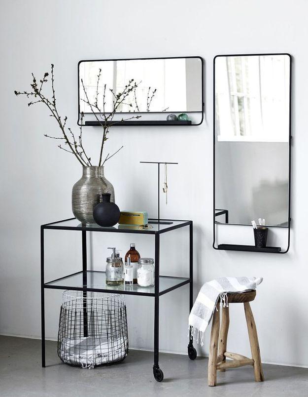Miroir de salle de bains avec tablette