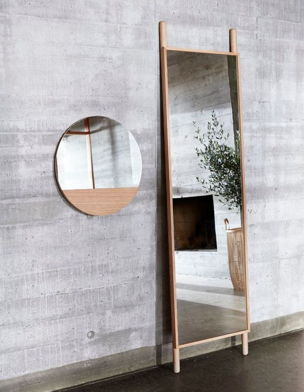 Miroir de salle de bains sur pieds