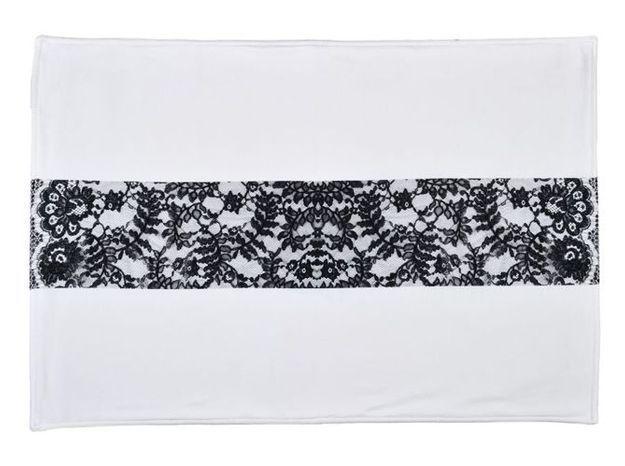 10. Le tapis de bain avec dentelle