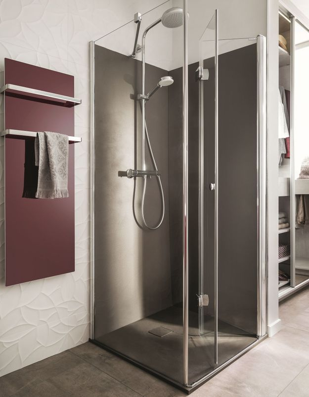 Pensez à la douche à l'italienne plutôt qu'à la baignoire XXL
