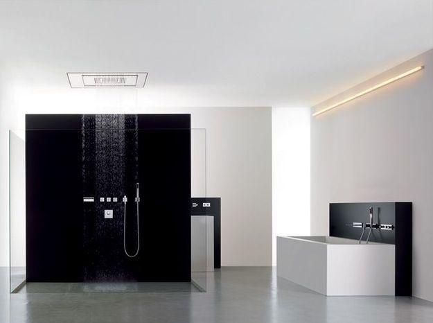 Salle de bain noir et blanc dornbracht