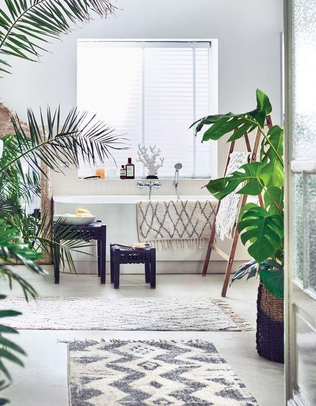 Multiplier les tapis pour une salle de bains zen