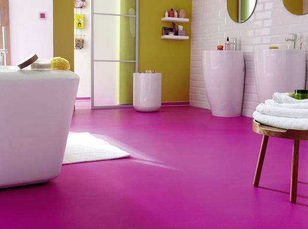 Sol salle de bains violet tarkett