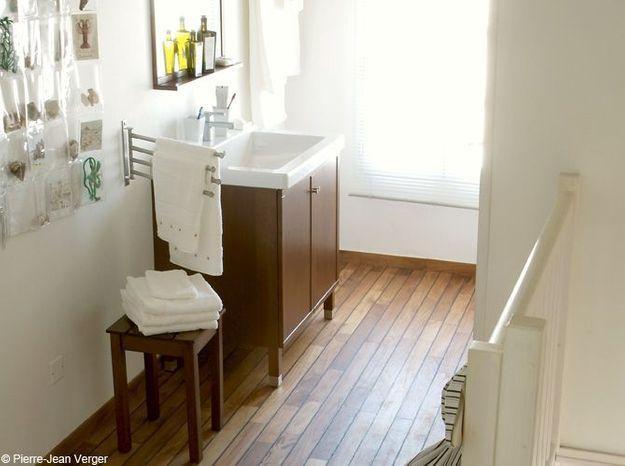 Salle de bains zen et chaleureuse grâce au bois