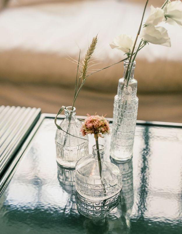 Des bouquets printaniers poétiques via des soliflores accumulés