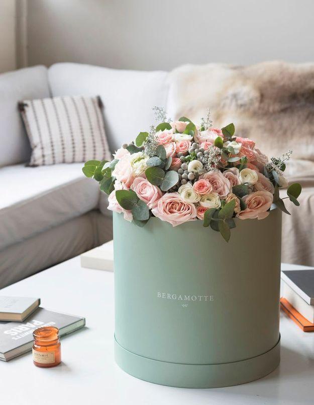 Un bouquet printanier pastel dans une jolie boîte