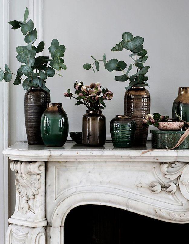 Décorer sa cheminée en accumulant les vases