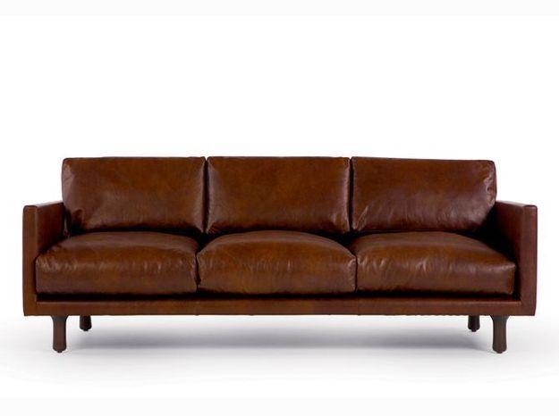 Un canapé en cuir chocolat