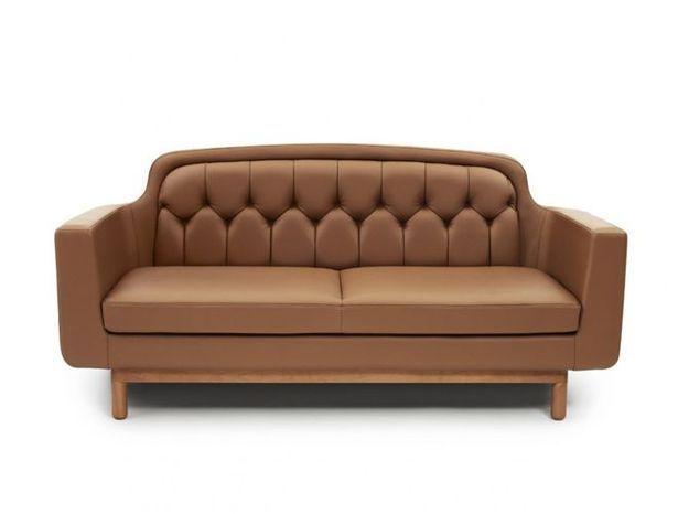 Un canapé en cuir scandinave
