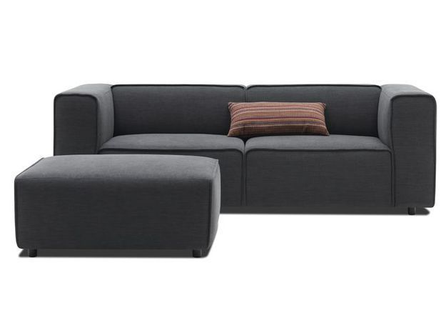 Un canapé au design cubique