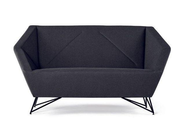 Un canapé au design géométrique
