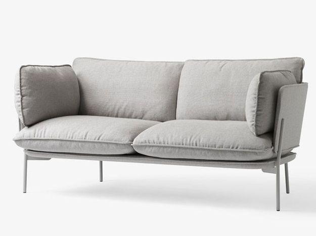 Un canapé design avec de larges coussins