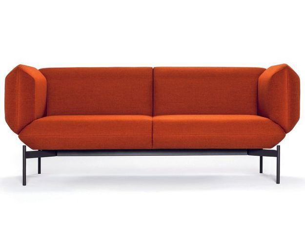 Un canapé design orange