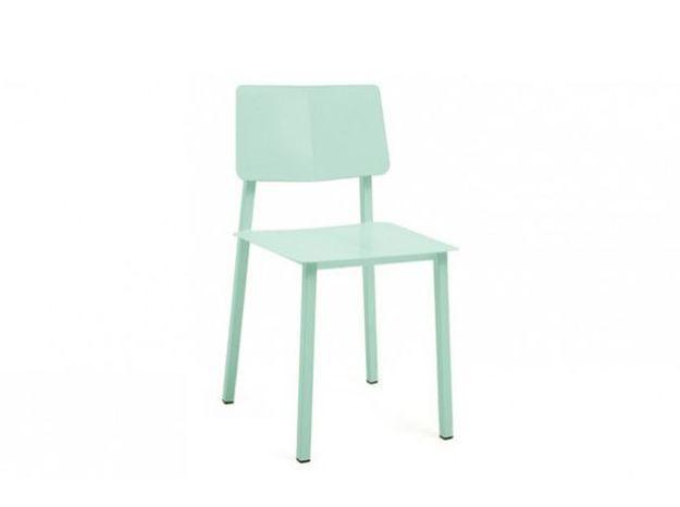 Une chaise contemporaine
