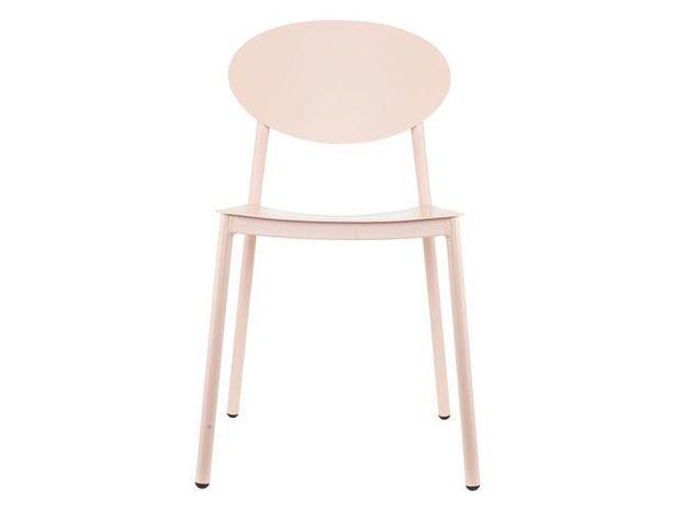Une chaise féminine