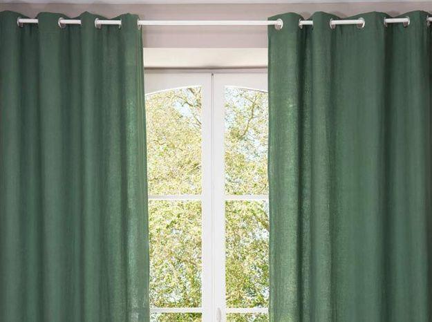 Des rideaux en lin vert forêt