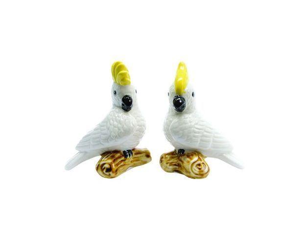 De petits perroquets romantiques en porcelaine