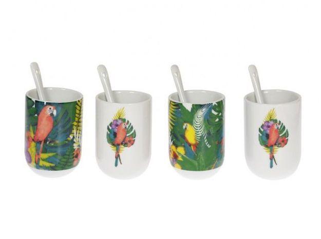Des tasses à thé illustrées de perroquets